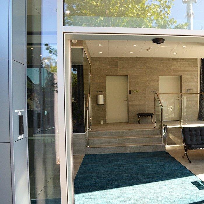 Living Suites reception - Referencer