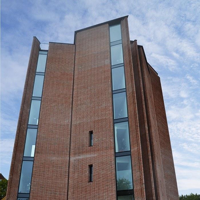 Mengel Tower bygningsoverblik - Referencer